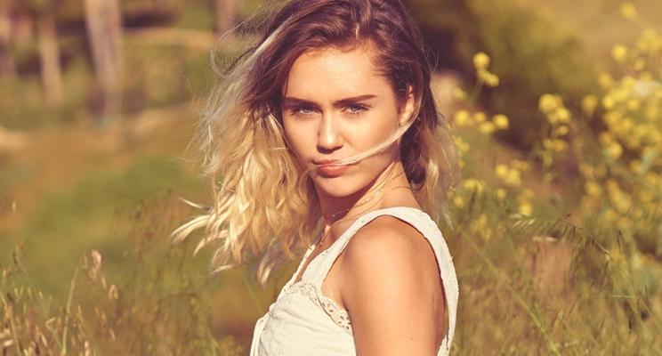 """""""Eu sempre amei e continuarei amando"""": Miley Cyrus se defende após polêmica sobre o hip-hop"""