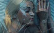 """Diretor acusa Katy Perry de plágio no clipe de """"Bon Appétit"""" por ela usar saco plástico! 😂"""