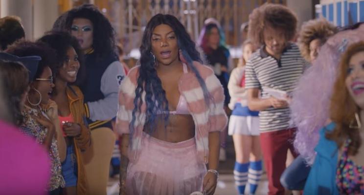 """Ludmilla é a Regina George da escola no clipe da música """"Cheguei""""!"""