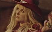 """Kesha voltou com tudo e lançou mais um single! Ouça a dançante """"Woman""""!"""