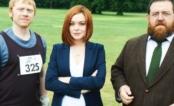 """Lindsay Lohan está de volta ao lado de Rupert Grint na série britânica """"Sick Note""""!"""