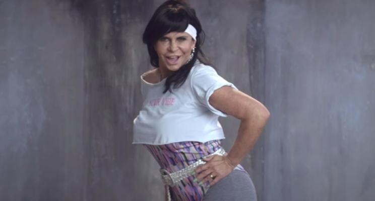 """Gretchen e Rita Cadillac são inimigas em vídeo promocional HILÁRIO de """"Glow"""", da Netflix"""
