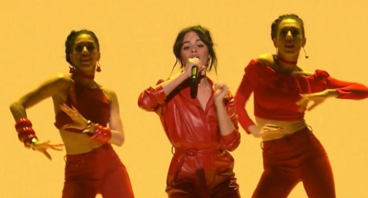 """Com direito a coreografia, Camila Cabello faz performance da ótima """"Havana"""" na TV americana"""