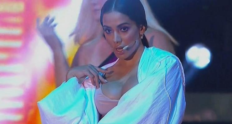 """Anitta canta """"Is That For Me"""", """"Sua Cara"""" com Pabllo Vittar e Diplo, e outros hits no Prêmio Multishow"""