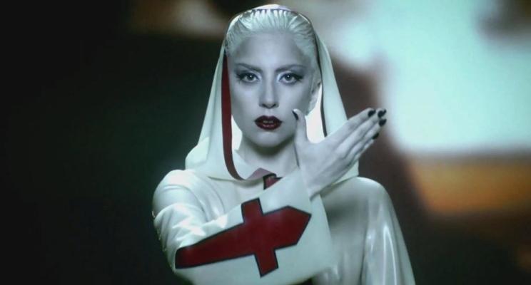 """Bastidores de """"Alejandro"""", clipe da Lady Gaga, cai na rede + 2 músicas inéditas!"""