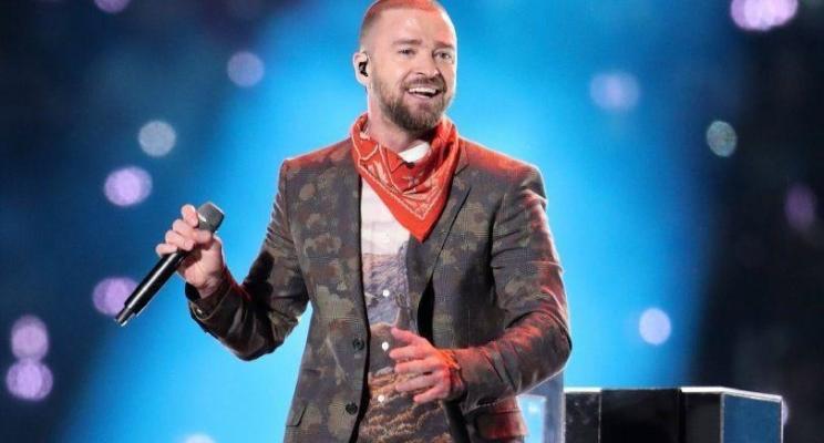 Justin Timberlake canta vários hits e faz homenagem ao Prince no Super Bowl