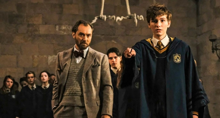 """Hogwarts aparece no novo trailer de """"Animais Fantásticos: Os Crimes de Grindelwald""""!"""